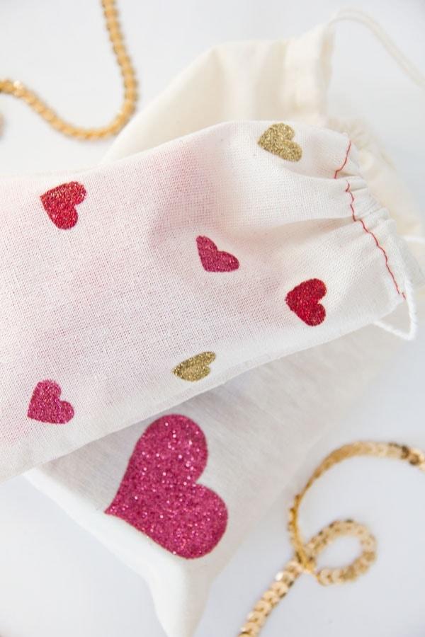 presente-saquinho-tecido-dia-dos-namorados-coracao-criativo-diy-craft