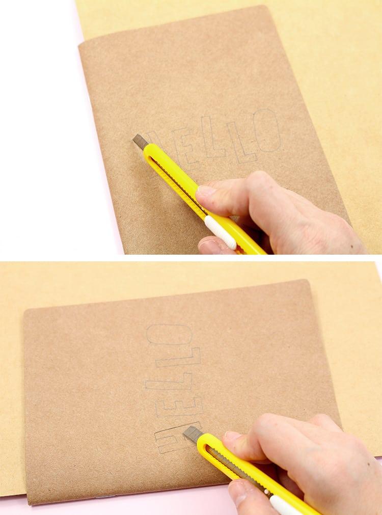 06-cortando-a-letra-posicionando-o-caderno