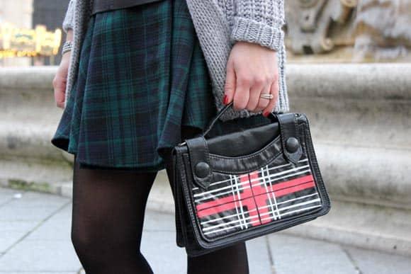 customise-un-sac-avec-du-tartan-au-feutre-posca-ilovediy