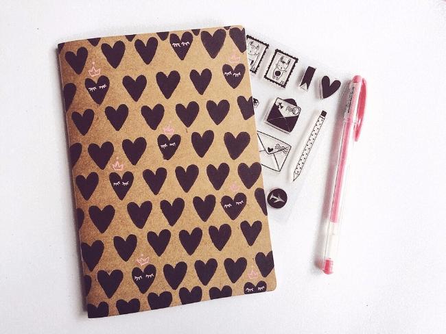 Dicas e inspirações para decoração do seu caderninho craft carimbos
