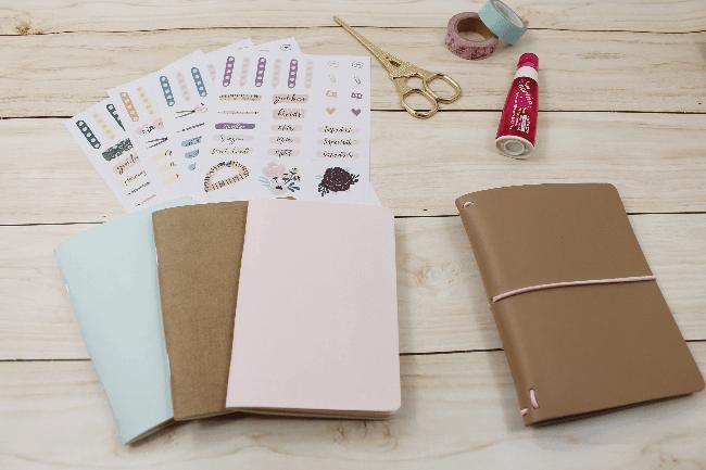 3 Ideias para decorar a capa dos mini blocos para planner com adesivos da A. Craft